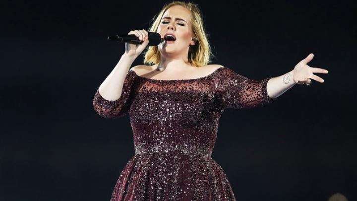 Novo álbum de Adele é adiado e não será mais lançado em setembro