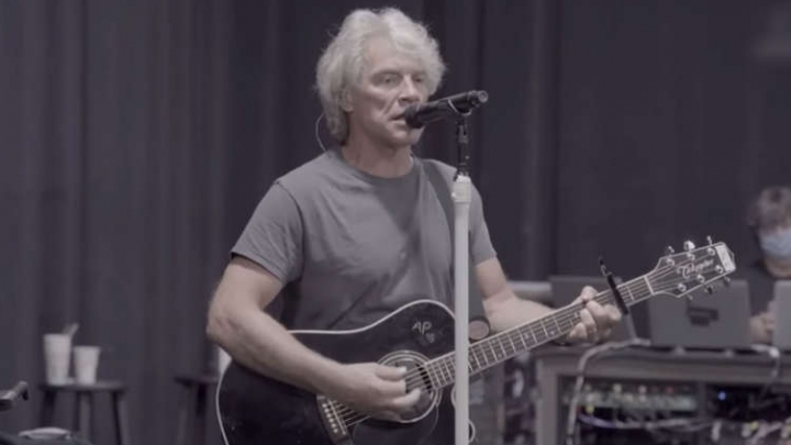 """Curta a performance que o Bon Jovi fez para a Radio.com e ouça """"2020"""", o novo álbum da banda!"""