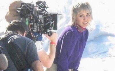 Miley Cyrus é vista fazendo gravações na praia, em Malibu. Veja as fotos!