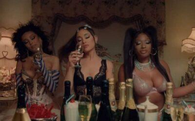 """Remix de """"34+35"""" de Ariana Grande, com Doja Cat e Megan Thee Stallion, ganha clipe. Veja!"""
