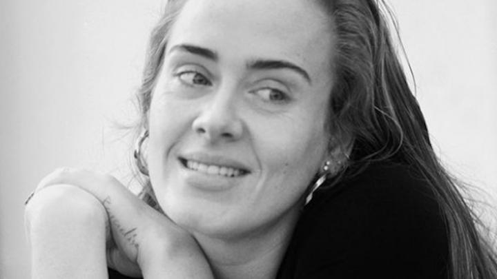 Adele reaparece nas redes sociais para celebrar seu aniversário de 33 anos