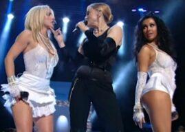 """""""Eu fiz primeiro"""", diz Madonna sobre beijo gay de Lil Nas X no BET Awards"""