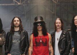 "Slash lança novo single com Myles Kennedy and The Conspirators. Ouça ""The River Is Rising"""